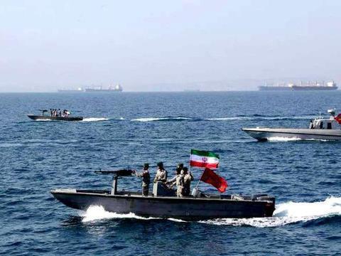 5艘快艇围向英国油轮,皇家海军鸣枪示意,伊朗:我们有仇必报