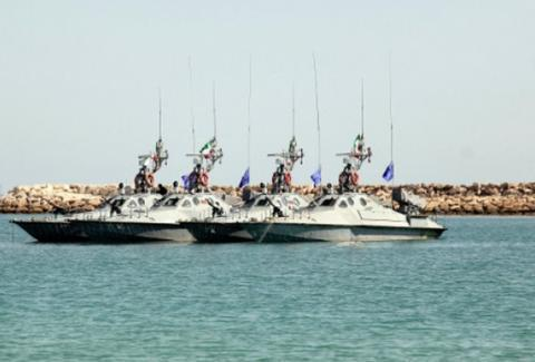 卫星发现伊朗港口的大批快艇突然失踪,这回恐怕只有俄罗斯能叫停