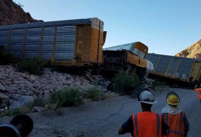 美国火车脱轨,数十辆新车被毁!为何最难过的是国内买家?