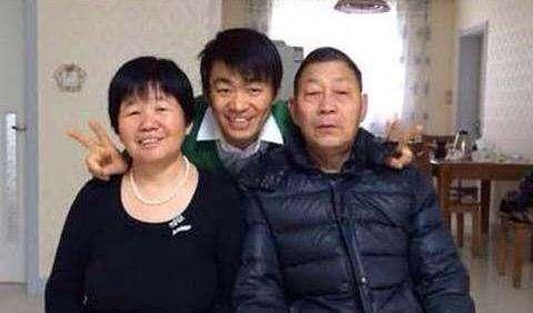 看了两年前李咏的采访,突然理解了王宝强,更害怕父母的突然关心