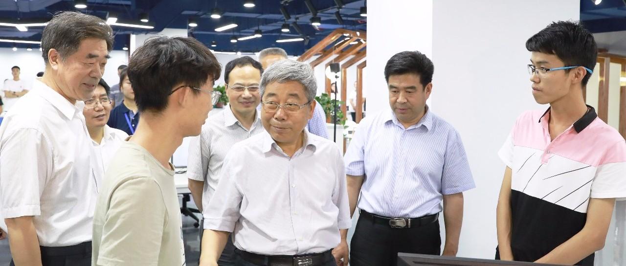 教育部长陈宝生:拿出破解教师负担问题的实招硬招,为教师安心静心从教营造良好环境   特别关注