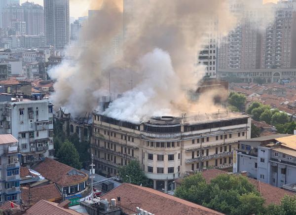 武汉江汉饭店火灾事故10人被刑拘:涉嫌重大责任事故罪