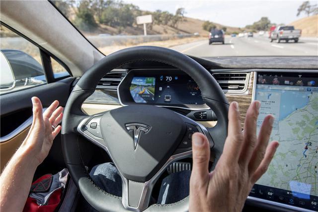 这是车载互联系统的主场,手机硬闯,是谁给了你胆量?