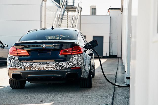 以5 Series为基础、最大马力超过720匹,BMW展演纯电测试车款