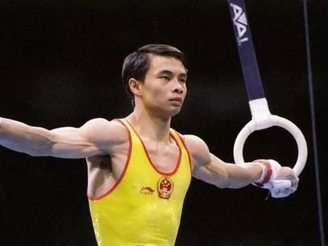 46岁的体操世界冠军李小双,身价过亿娶娇妻,膝下无儿女成遗憾