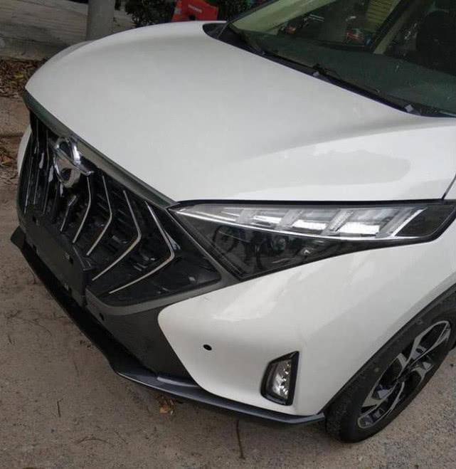海马全新MPV实车现身街头,大嘴格栅超霸气,将年内发布
