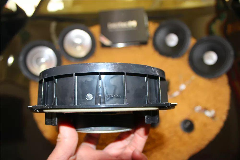 小钢炮大众尚酷升级德国彩虹前后二分频-苏州音乐汇汽车音响改装
