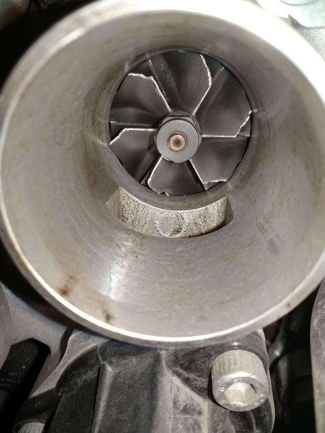 标致508涡轮增压器损坏 4S店拒赔!车主自费更换近万元