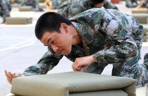 新兵入伍第一天会在部队里面干什么?