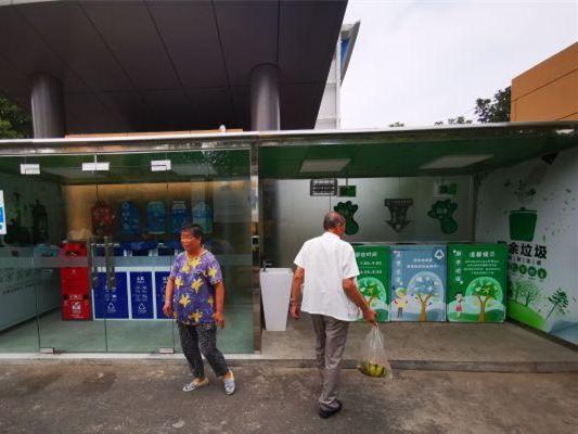 南京老旧小区的垃圾分类房好了!五个投放口、有洗手池和驱蚊灯
