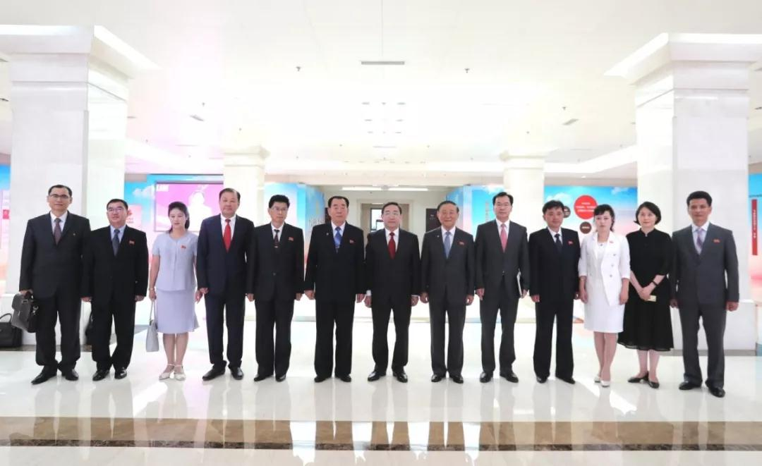 傅政华会见朝鲜中央裁判所所长姜润石