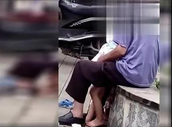 广西宾阳94岁老人疑似当街猥亵女童,警方、检察院均已介入