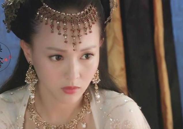 热巴王丽坤唐嫣李沁张天爱张钧甯赵丽颖谁古装戴金色耳环最奢华?