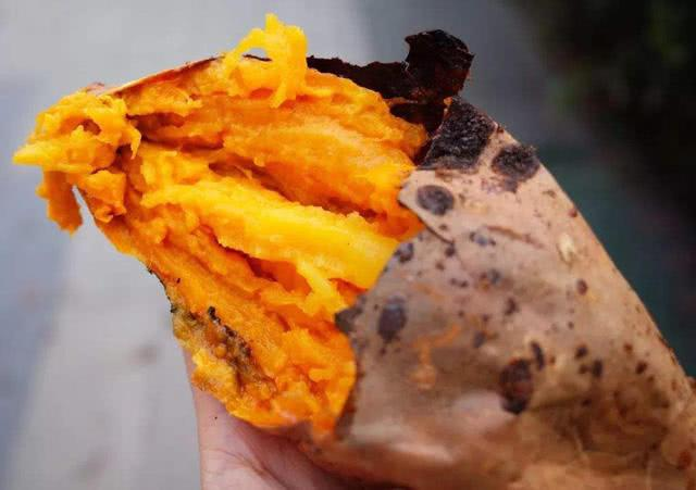 """让人""""无法抗拒""""的4种路边摊美食!烤红薯上榜,真的好吃的想哭"""