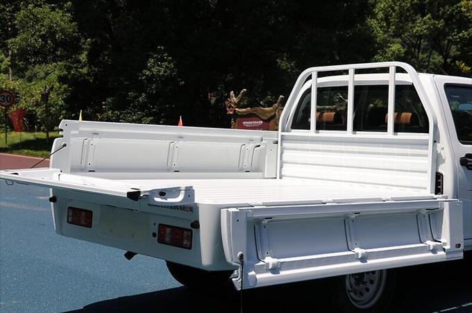 唯一的跨界平底柴油皮卡 配2.7m货箱 承载力超群