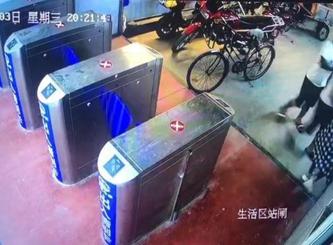 酒后猥亵妇女还聚众推搡警察 7人被胶州警方刑事拘留