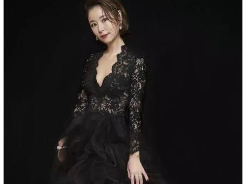 她是台版蒋丽莎,嫁美国大佬四年抱三,产后一月出镜身材赶超杨幂