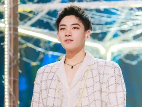 告别选手,成为正式歌手,陪李鑫一一起做梦