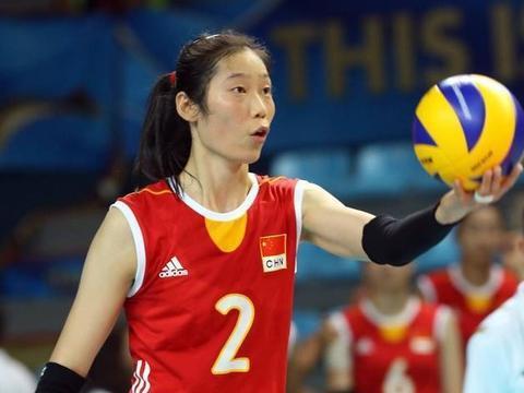 中国女排发球普遍较差,差中选优,最好的不是刘晓彤,而是这一人
