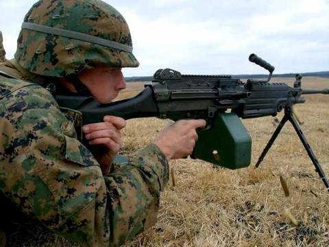 班用机枪和通用机枪有什么区别?