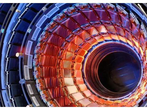 与标准模型预测一致!对撞机新发现:顶夸克对中电荷不对称的证据
