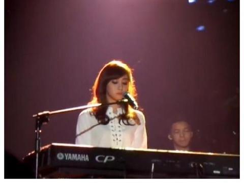 黄品源17岁女儿曝光,清纯漂亮且有音乐天赋