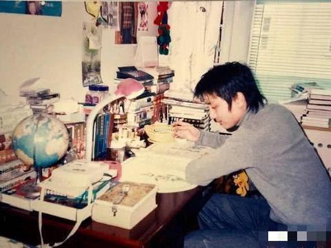 贾乃亮17岁照片曝光,家境殷实头型超前卫,李小璐完全没法比