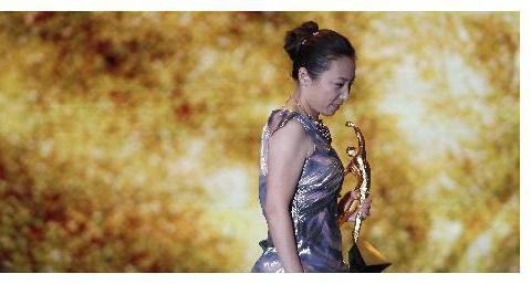 她带领美国队夺冠却拒唱国歌,来中国奉献13年,与郎平共获此殊荣
