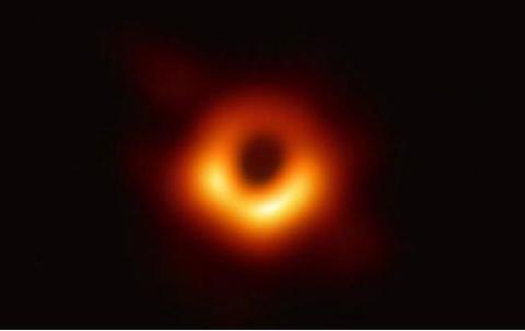 时速超200公里,超级黑洞正向地球逼近,其威力足以撕碎太阳系
