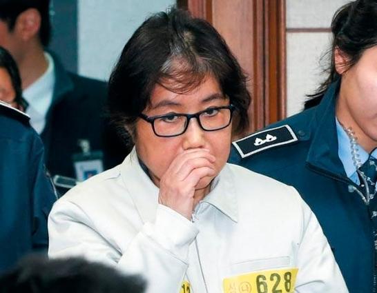 崔顺实澡堂里摔倒:额头缝28针 狱中常担心朴槿惠健康