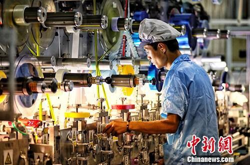 资料图:一家企业内的生产景象。中新社记者 泱波 摄