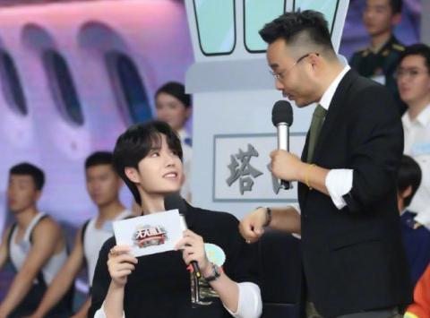 汪涵不懂饭圈用语,怼王一博粉丝引争议,他这两点真的不如何炅