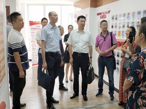 四川省民政厅到绵阳涪城区南山街道南塔路社区调研工作