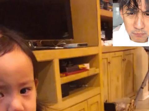 孙莉小女儿太倔强,和爸爸黄磊视频敢瞪眼,委屈就哭还不理人!