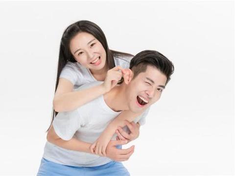 答应男友求婚后,两家父母商量婚事,话一开口,他们都笑了