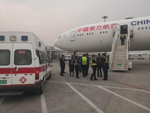 东航空中放油45吨备降救人,放的油都去哪了?知道的人没几个