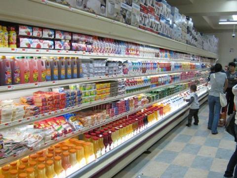 超市买牛奶时,几种的要避开,超市员工表示白送也不要