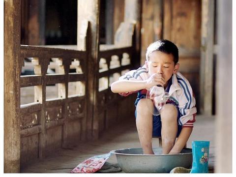 万玛才旦监制的《旺扎的雨靴》成为暑期档第5部撤档片