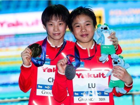 过来人!中国跳水包揽金银牌13岁小将教队友领奖 3天前拿世界冠军