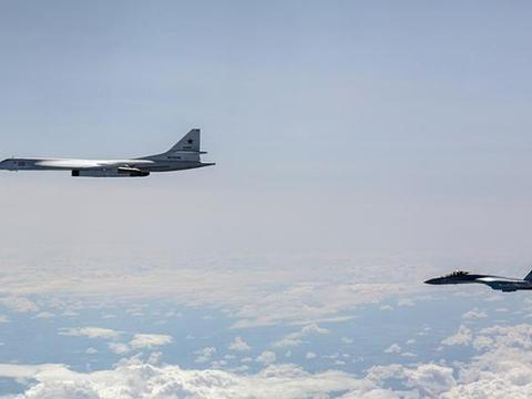 北约多国演习落幕,俄罗斯战略轰炸机巡航波罗的海,三国军机伴飞