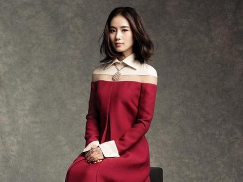 刘诗诗只是穿了身西装就帅翻了,网友:体重90斤以上的绝对穿不了