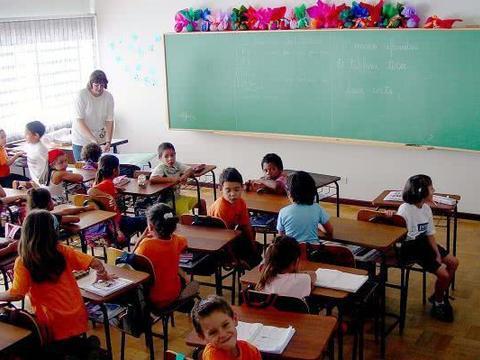 老师留学生补课,家长不乐意:他要传宗接代,别逼他读书