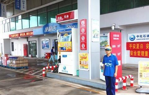 为啥经常能见到加油站搞优惠?老员工不小心说漏嘴,后悔知道太晚