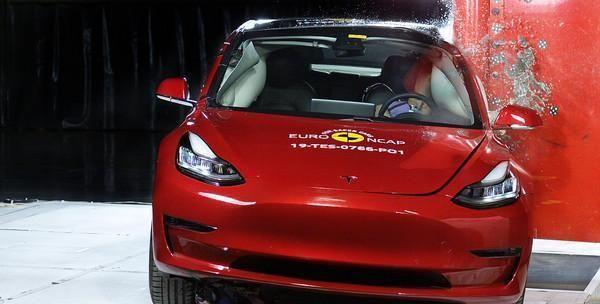 特斯拉Model 3欧洲撞击测试5颗星 谁说电动车不安全?