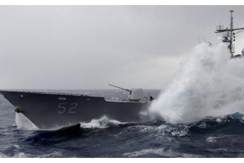 军舰在海上经常遇到大风大浪,但他们从不翻船,靠什么保持平衡?