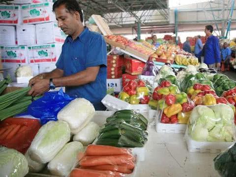 中东土豪国迪拜:水果是有钱人吃的,海鲜最便宜,鲨鱼随便买!