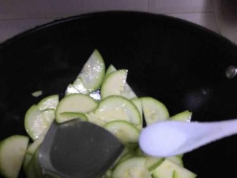 这菜一斤6毛钱,隔三差五吃,排出黑宿便,淡化色斑,腰都细了!