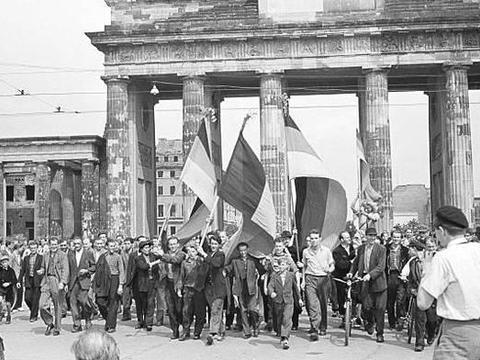 英法反对两德统一;但德国人的宣示让苏联支持其统一!