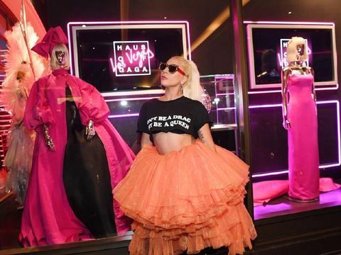 Lady Gaga造型最夸张女明星,皮裙搭配皮靴,霸气女王范