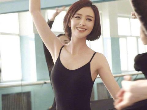 36孙佟丽娅芭蕾装照片曝光 身材苗条如少女 笑容灿烂讨人喜欢